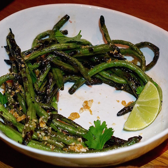 Green beans, fermented chili butter, candied marcona almonds @ PÚBLICO