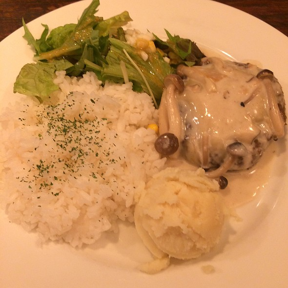 Hamburger Plate With Cheese Sauce @ ウサギ (Usagi)