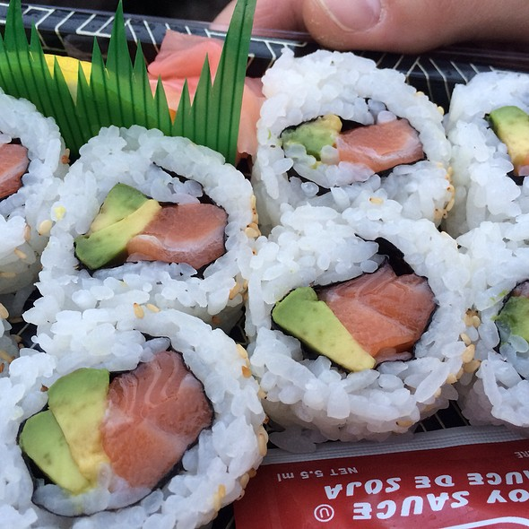 Salmon Avocado Roll @ Hollywood Bowl