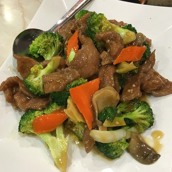 Beef W/ Broccoli @ New Sam Kee Resturant