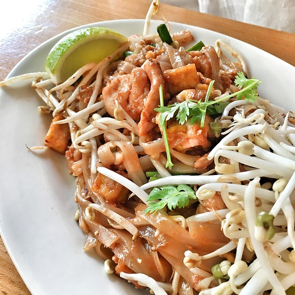 Pad Thai Gai @ Lily's Stomach Supply