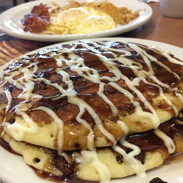 Sticky Cinnamon Pancakes @ Denny's