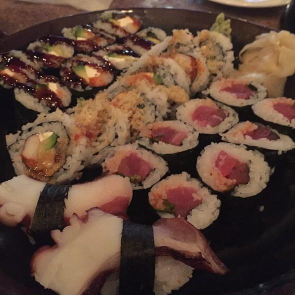 Sushi @ Mahi Mah's