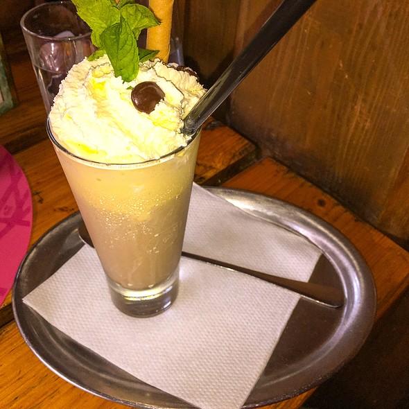 Eiskaffee @ Oberlaaer Dorfwirt Inh Mötzl