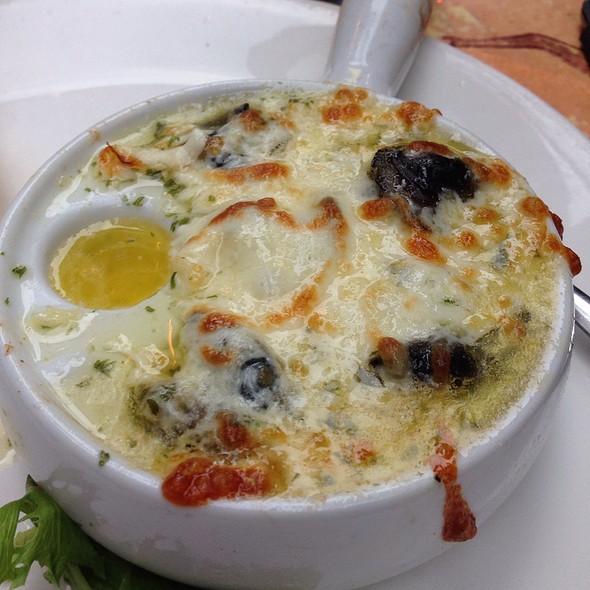 Escargot Au Gratin @ Restaurant Papillon