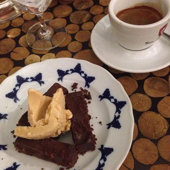 Chocolate Chili Cake With Peanut Ice Cream @ Čestr