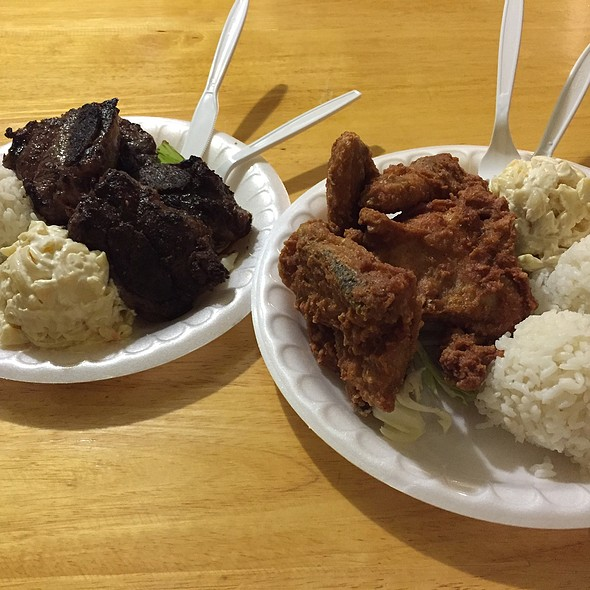 Pulehu Short Ribs And Fried Chicken @ Papa Ole's Kitchen