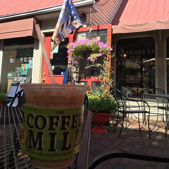 Iced Vanilla Latte @ The Coffee Mill