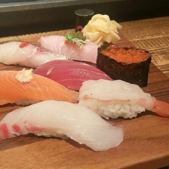 Assorted Fresh Sushi @ 上引水產 Addiction Aquatic Development