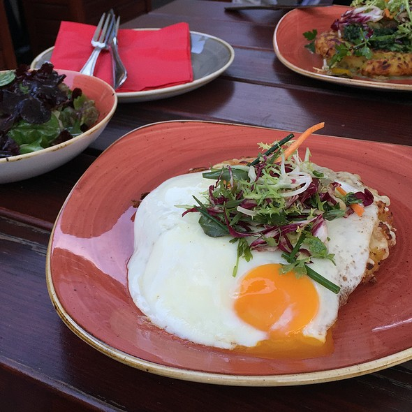 Swiss Hash Browns With Egg @ Nola's am Weinberg