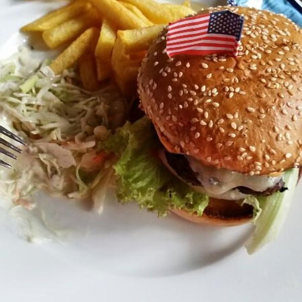 Bacon Swiss Cheese Burger @ THE Regelsbach Inn