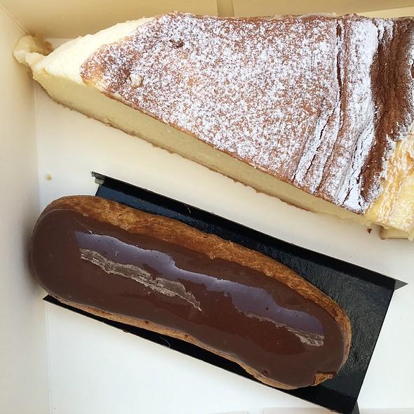 Chocolate Éclair @ Le Gaigne