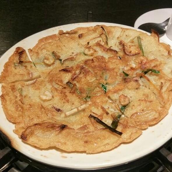 Korean Seafood Pizza @ 韓國長壽餐廳