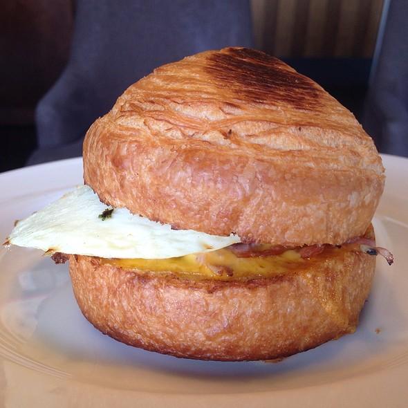 雞肉可頌堡 Turkey & Cheese Croissant Bun @ Starbucks Coffee 彰化中山門市