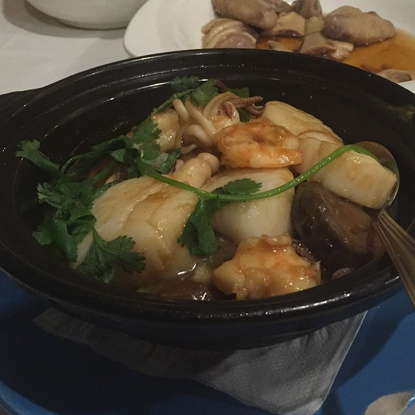 Seafood Clay Pot @ R & G Lounge