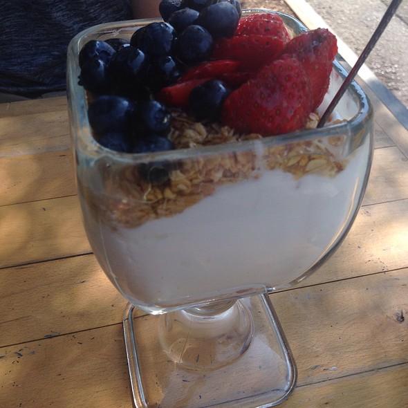 yogurt parfait @ Kreuzberg Coffee Company