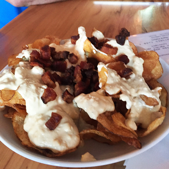 Bbq Potato Chips W Blue Cheese Sauce And Bacon @ Chicago q