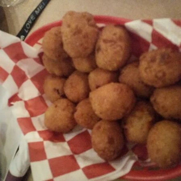 Hushpuppies @ Skipjacks