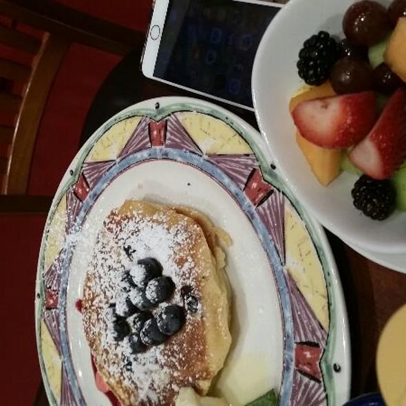 Banana Pancakes @ Miss Shirley's Cafe