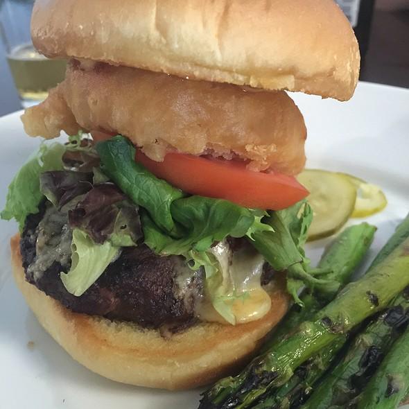 Bison Burger @ Ease