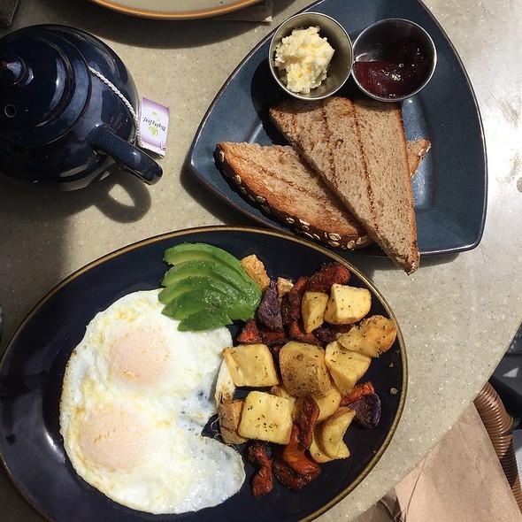 two eggs, toast, and potaotes @ Novy