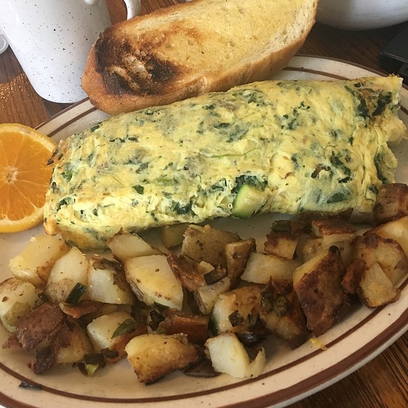 Spinach, Artichoke, Zucchini, And Mushroom Omlette @ Omlette Express
