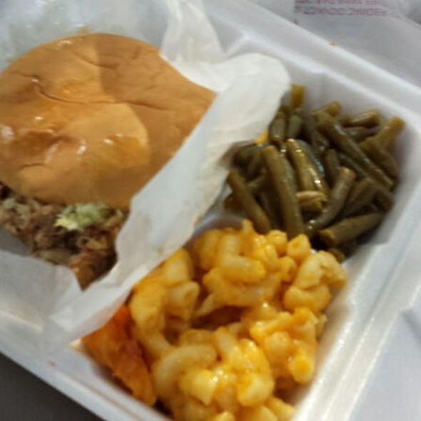 Bbq Sandwich, Green Beans, Mac N Cheese