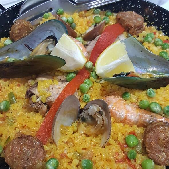Paella Valenciana @ Alqueria