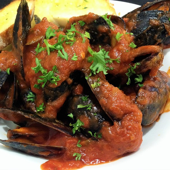 Chilli Mussels Served with Garlic Bread @ Thee Platinum Restaurant