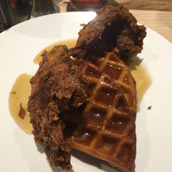 Chicken & Waffles @ Nose Dive