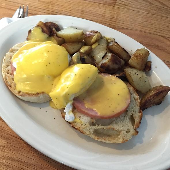 Eggs Benedict @ Plane View Restaurant