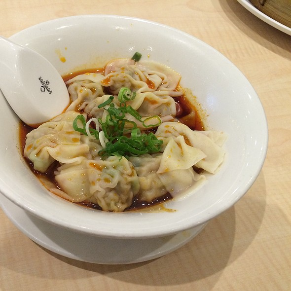 Shanghai Dumplings With Spicy Sauce