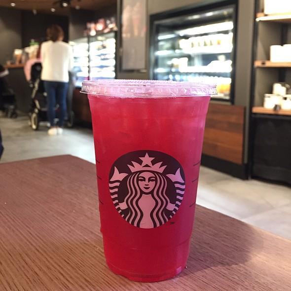 Iced Shaken Lemon Tea (Passion) @ Starbucks Coffee - Westfields Parramatta