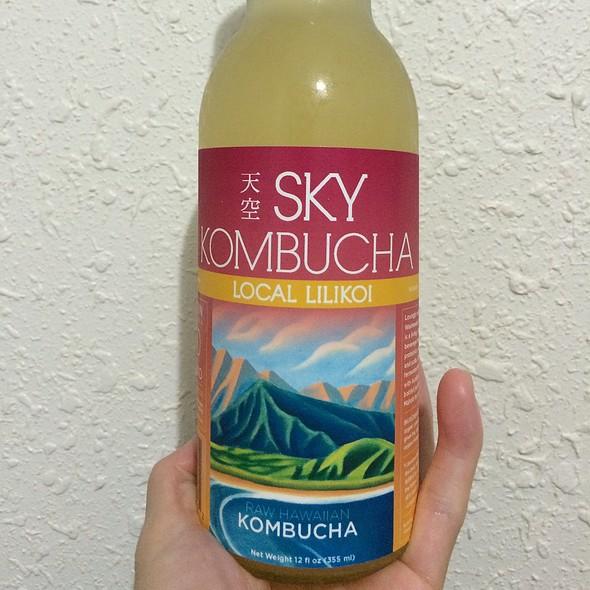 Sky Kombucha - Local Lilikoi @ Down To Earth All VEGETARIAN Organic & Natural