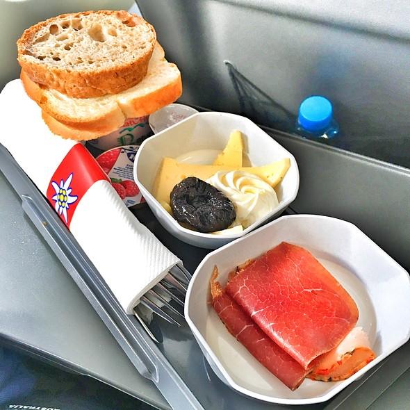 Breakfast @ Edelweiss Air