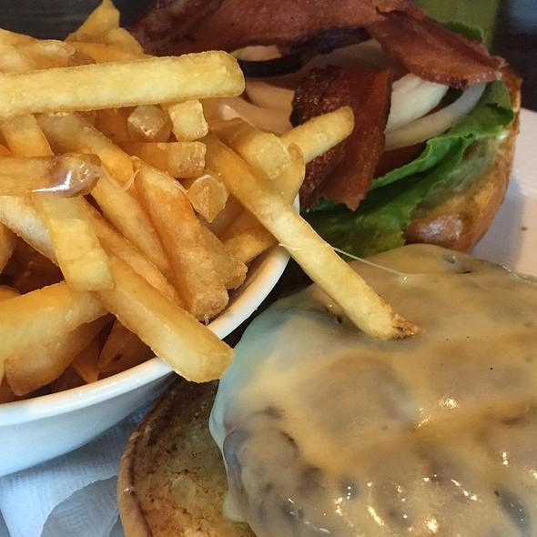 Gh Burger @ Glenview House
