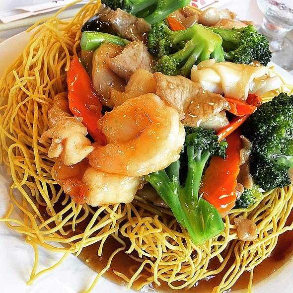 Seafood Crispy Noodles @ House Of Wong