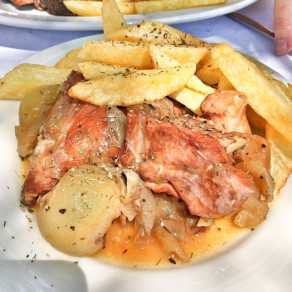 Rabbit Stifado @ Platanos Traditional Cretan Cusine