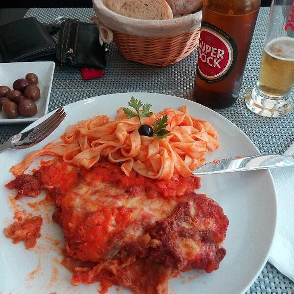 Bife Parmeggiana & Taggliatelle