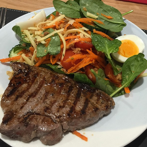 Rump Steak And Salad @ Chookys