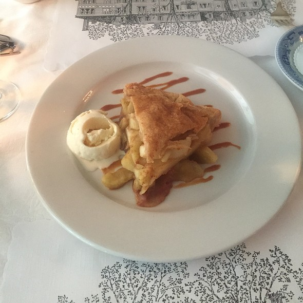 Apple Pie a la Mode - The Red Lion Inn, Stockbridge, MA