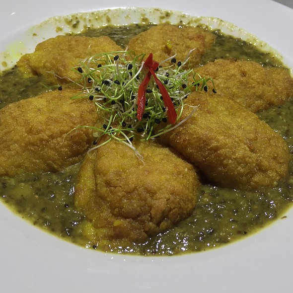 Curried Cauliflower Arancini (Spiced Spinach Leave Gravy, Mustard And Fenugreek Seeds, Chilli And Yellow Split Peas)