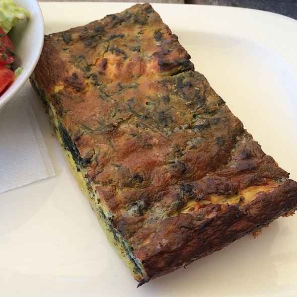 Quiche With Goatcheese, Spinach And Salad @ Cafe Francais