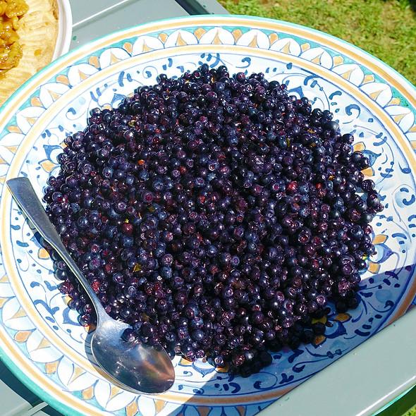 Fresh Wild Blueberries @ Al Veluu
