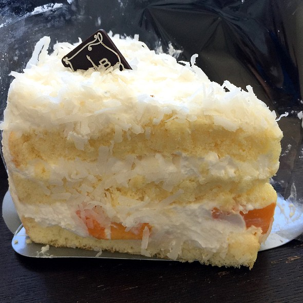 Coconut Mango Layer Cake @ Paris Baguette