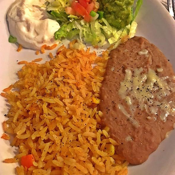 Flour Tortillas, Rice, Beans, Sour Cream And Guacamole @ El Alcapulco