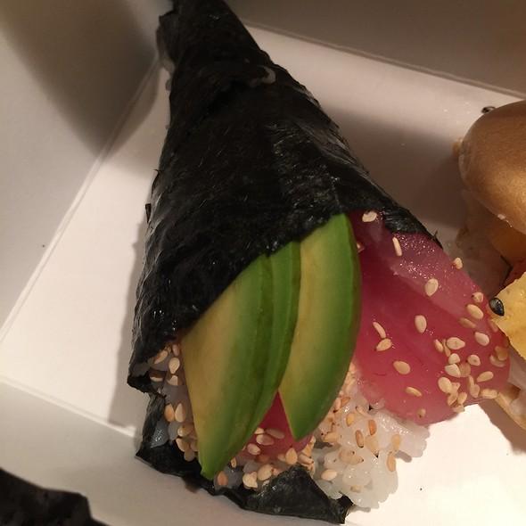 Tuna And Avocado Handroll