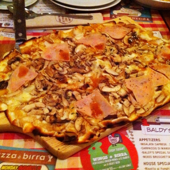 Pizza Prosciutto Funghi Cipolla