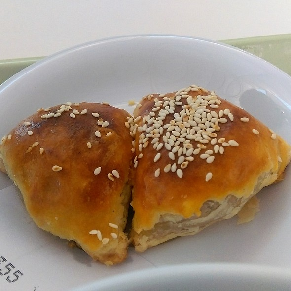 蜜汁叉燒酥 Bbq Pork Puff @ Tasty Congee and Noodle Wantun Shop 正斗