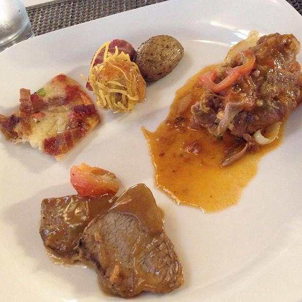 Mains, Lunch Buffet @ Maribago Bluewater Beach Resort and Spa